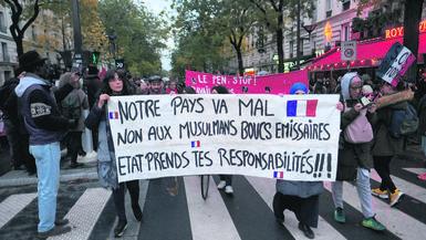 P6_Banderole_contre_islamophobie_couleurs_C_Serge_DIgnazio